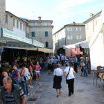Banchi e bancarelle a Villa Minozzo (1)