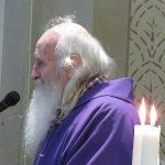 Don Giuseppe Gobetti durante la celebrazione (foto di Clorinda Rondini)