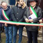 Un momento dell'inaugurazione della mostra dei presepi; da sinistra, Enrico Bini, Gabriele Delmonte ed Elio Ivo Sassi